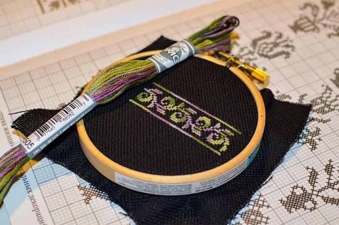 are-wood-or-plastic-embroidery-hoops-better